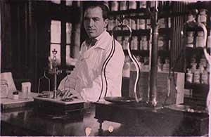 Dott. Alberto Graziani nella farmacia dell'Ospedale Civile di Venezia 1926